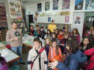 Guided tour of a school through the room of the conservation workshop of mosaics.